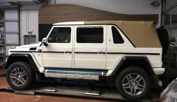Первый Mercedes-Maybach G650 Landaulet в Москве