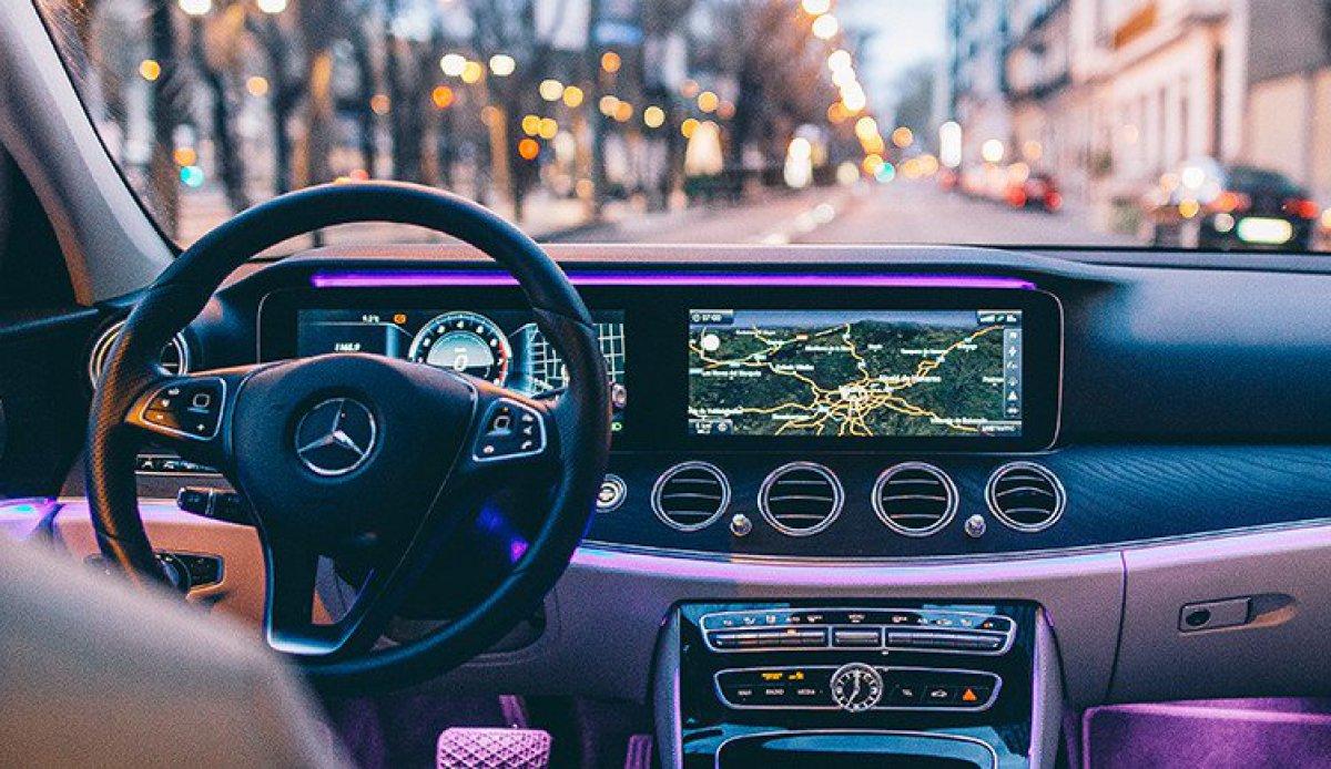 Как Mercedes-Benz использует социальные медиа (social media)