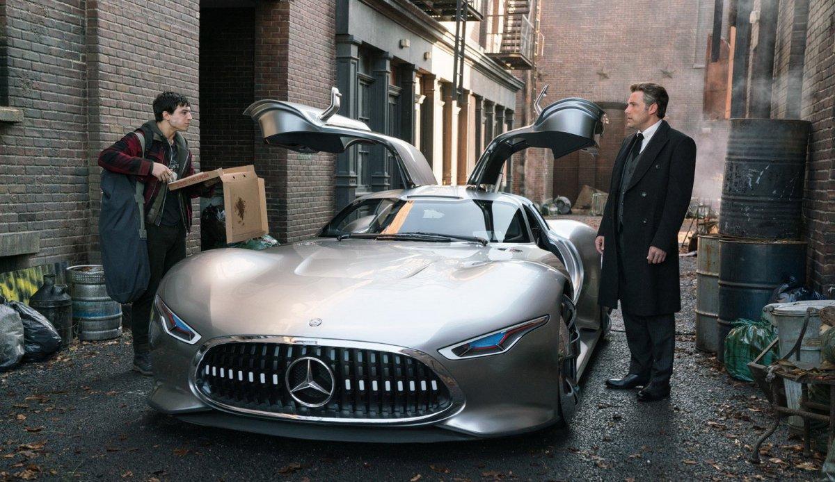 Бэтмен будет ездить на «Мерседесе»