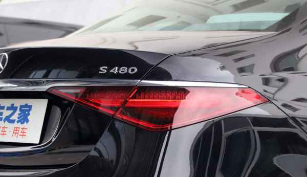 Mercedes-Maybach S-Class S480 для малоимущих