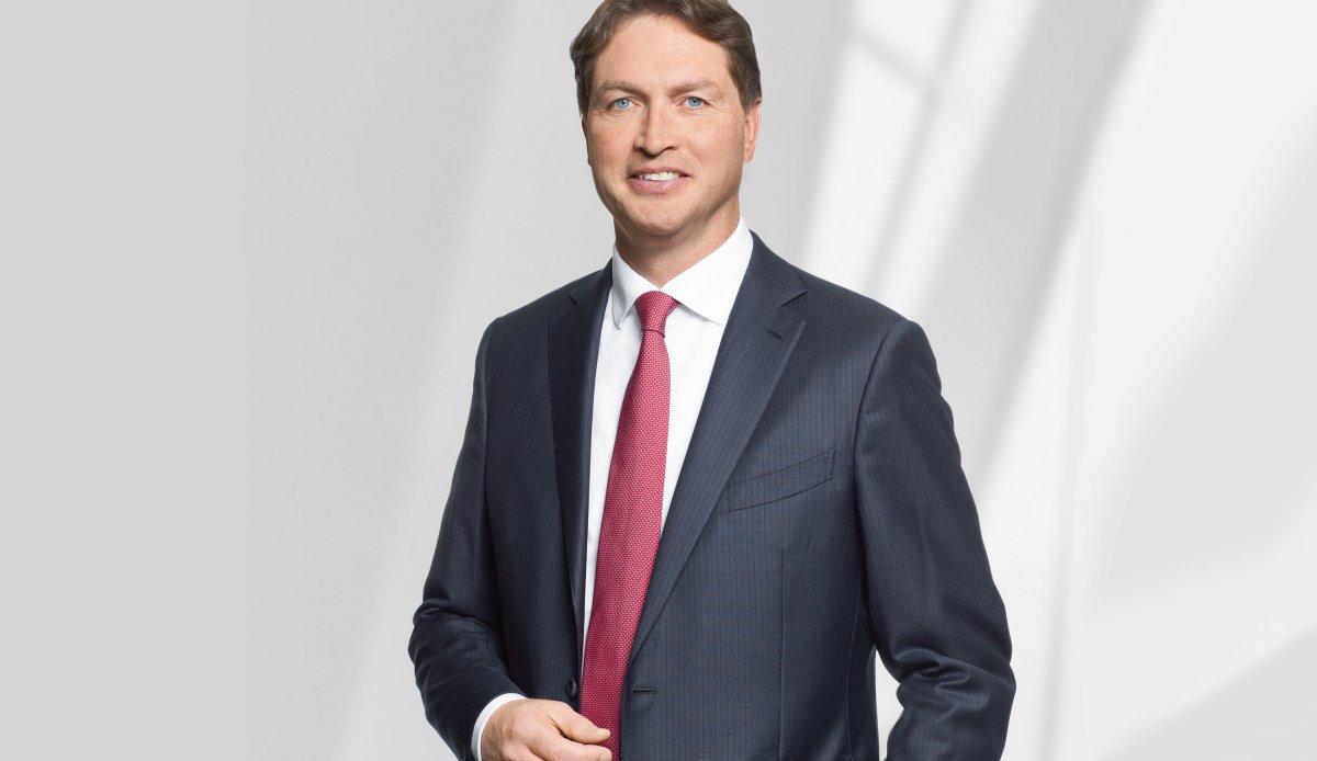 Интервью с членом правления компании Daimler по вопросам маркетинга Ола Келлениусом...